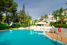Apartment with swimming pool in Urb. Elviria area