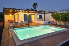 Villa in Playa Blanca at 500 m from the beach
