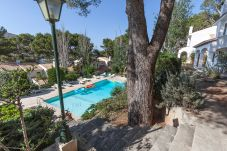 Apartment with swimming pool in Cala de Sant Vicenç area