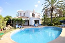 Villa with 4 bedrooms at 4 km from the beach