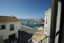 Apartment with air conditioning in Puerto Banus